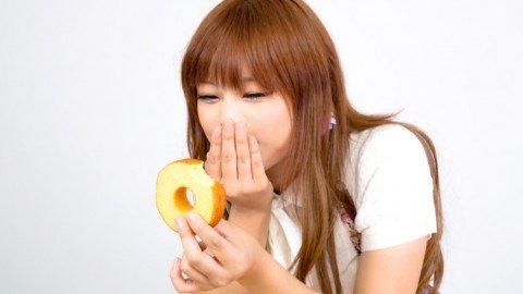 生理中は甘いものが食べたい!本当に食べていい?