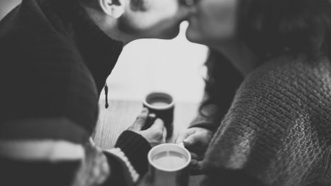 えっ!キス!?酔うと大胆になる男女のキス魔心理