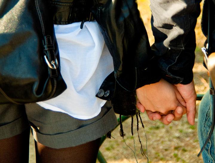 付き合う前に女から手をつなぐのあり?知りたい男性心理