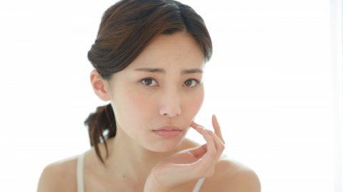 気になる顔のテカリ・・・原因と対処法
