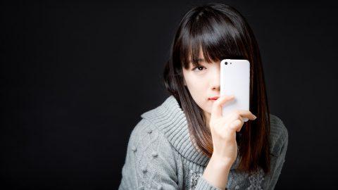 彼氏の携帯が気になる…誘惑に勝つ方法