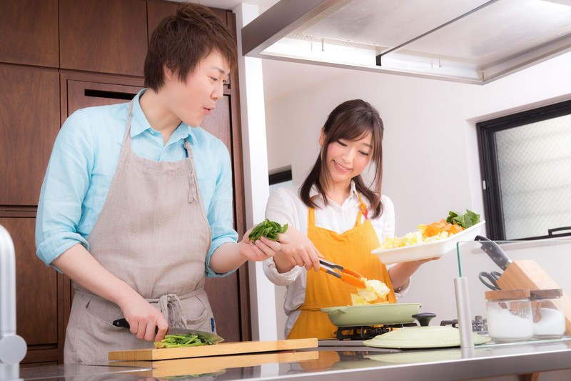 女子力の発揮所!鍋パーティーを成功させる方法と注意点